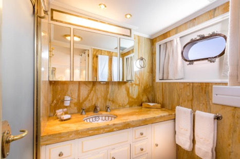 MOTOR YACHT SECRET LIFE BATHROOM 3