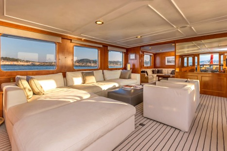 MOTOR YACHT SECRET LIFE SALON VIEW