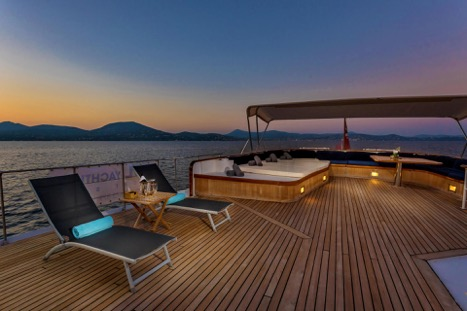 MOTOR YACHT SECRET LIFE SUN DECK NIGHT