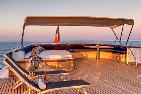 MOTOR YACHT SECRET LIFE SUN DECK