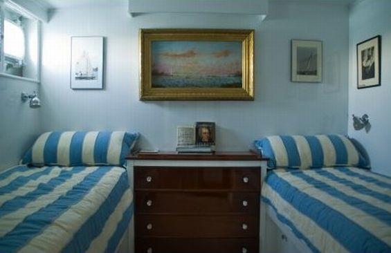 Classic Motor Yacht America Cabin