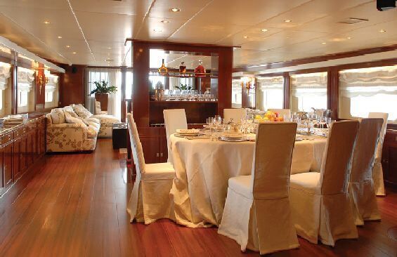 Classic Motor Yacht Ariete Primo Dining Room