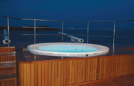 Classic Motor Yacht Ariete Primo Hot tub