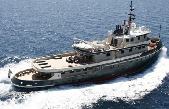 Classic Motor Yacht Ariete Primo Port Cruising