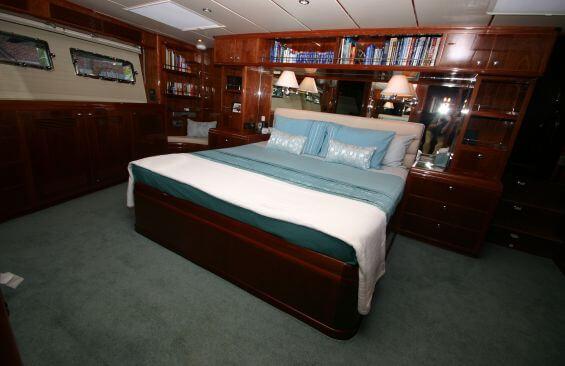 Classic Motor Yacht Beyond Capricorn Cabin