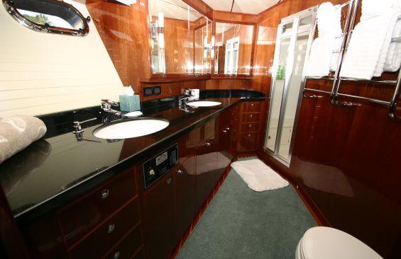 Classic Motor Yacht Beyond Capricorn Head