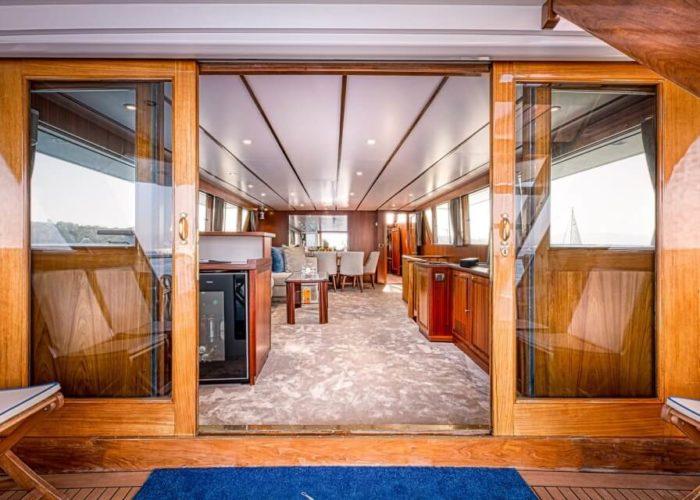 Classic Motor Yacht Chantella Saloon