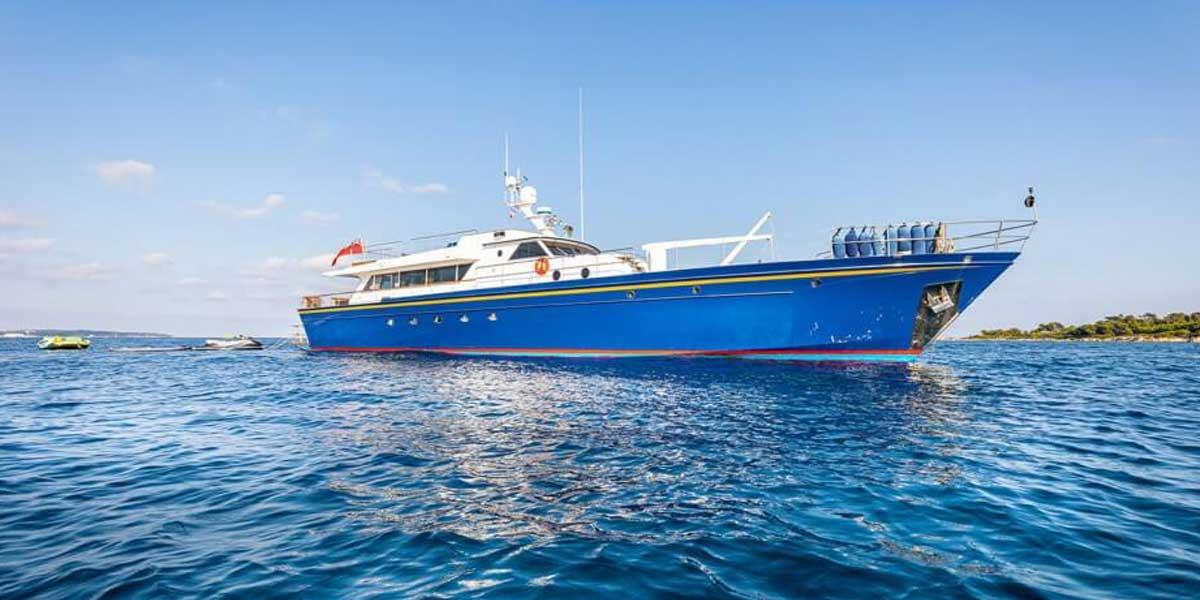 Classic Motor Yacht Chantella