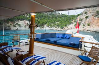 Classic Motor Yacht Fair Lady Sundeck