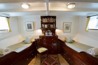 Classic Motor Yacht Fair Lady Twin Cabin