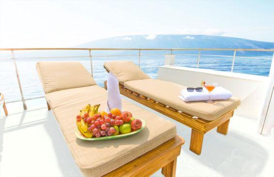 Classic Motor Yacht Grace Sun Beds