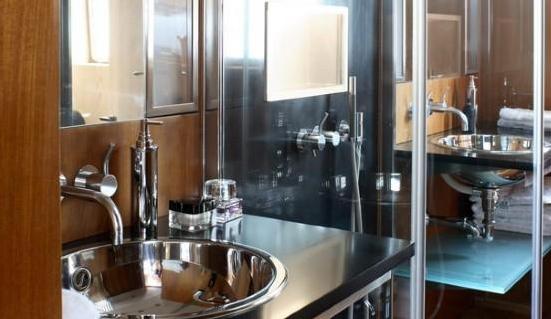 Classic Motor Yacht Happy Hour Bathroom