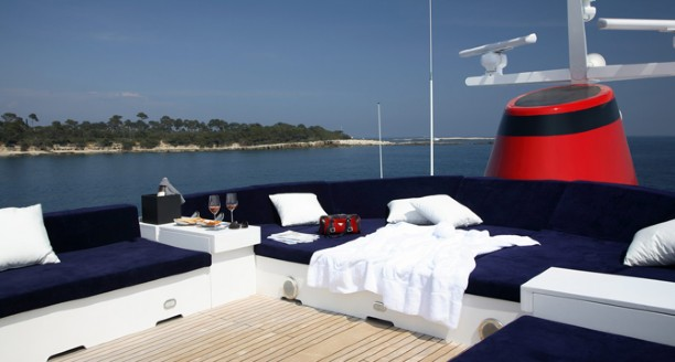 Classic Motor Yacht Happy Hour Flydeck