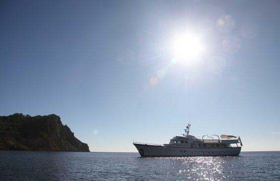 Classic Motor Yacht Heavenly Daze Port Side