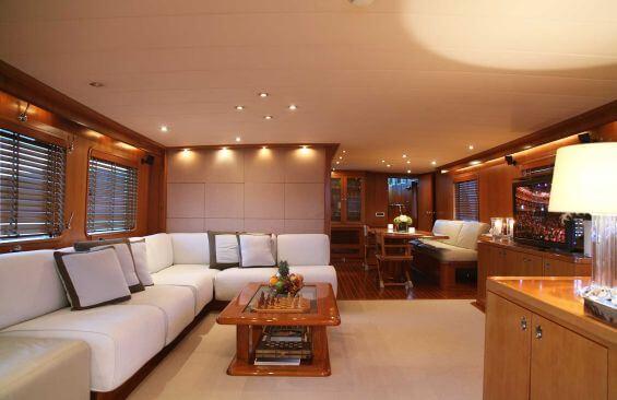 Classic Motor Yacht Heavenly Daze Saloon