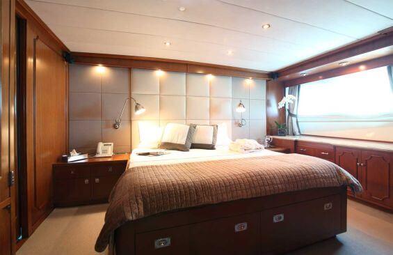 Classic Motor Yacht Heavenly Daze Souble Cabin