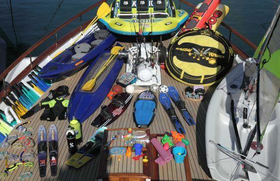 Classic Motor Yacht Heavenly Daze Water Toys