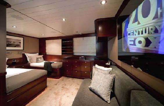 Classic Motor Yacht Koi Cabin