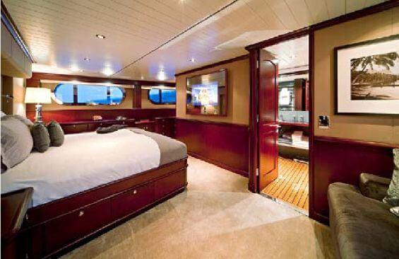 Classic Motor Yacht Koi Ensuite Cabin