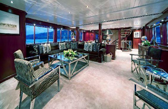 Classic Motor Yacht Koi Saloon