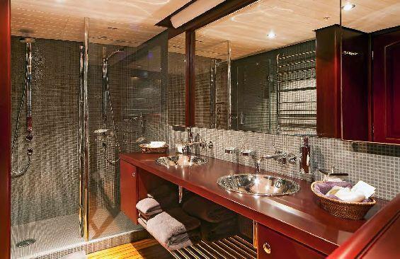 Classic Motor Yacht Koi Shower