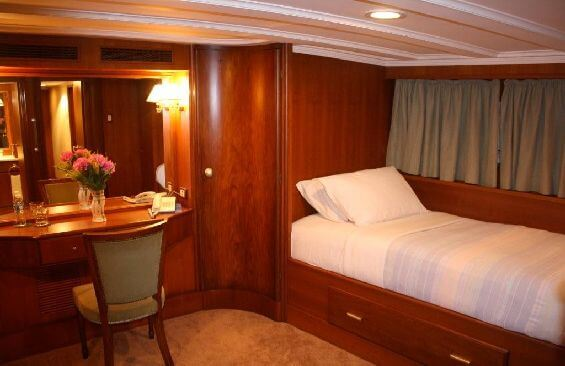 Classic Motor Yacht Lady Hoo Cabin