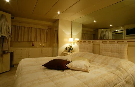 Classic Motor Yacht Le Kir Royal Cabin