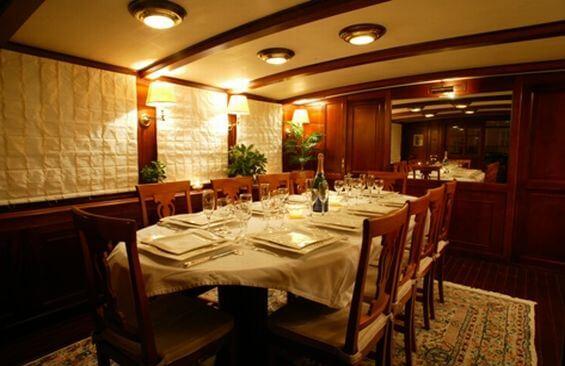 Classic Motor Yacht Le Kir Royal Dining Table
