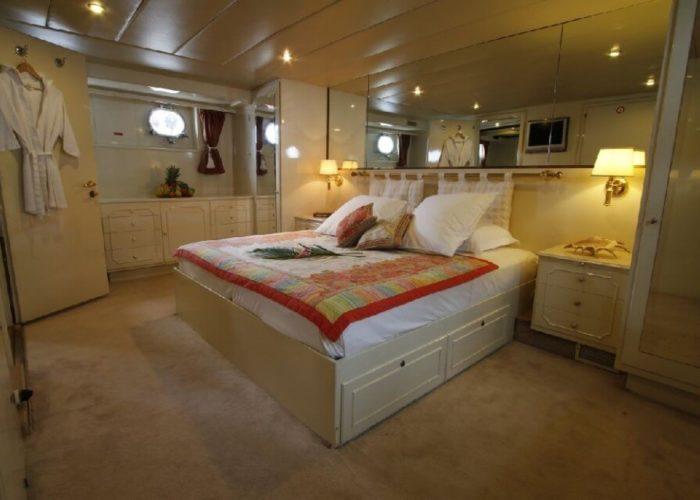 Classic Motor Yacht Le Kir Royal Double Cabin