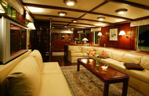 Classic Motor Yacht Le Kir Royal Saloon