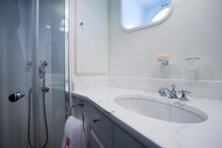Classic Motor Yacht Marhaba Bathroom