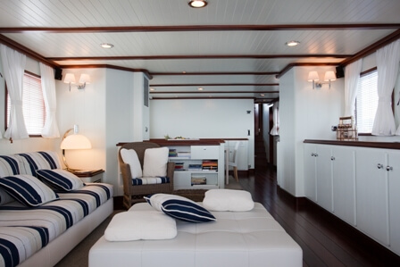 Classic Motor Yacht Marhaba Saloon