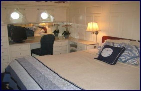 Classic Motor Yacht Mariner III Double Cabin