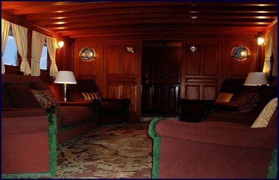 Classic Motor Yacht Mariner III Saloon