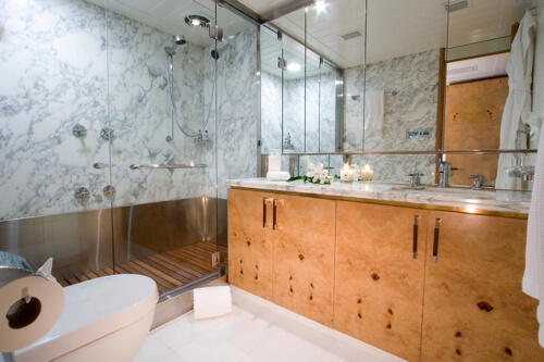 Classic Motor Yacht Mirage Bathroom