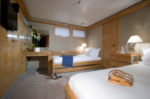 Classic Motor Yacht Mirage Twin Cabin