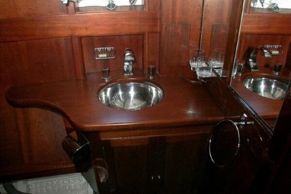 Classic Motor Yacht Noneta Basin