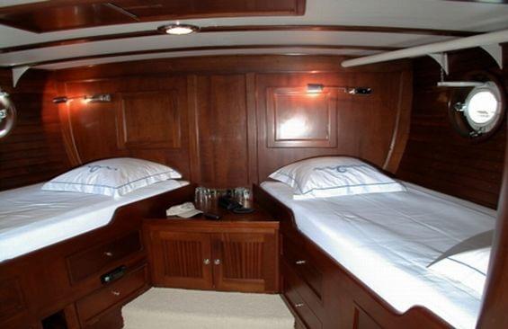 Classic Motor Yacht Noneta Cabin