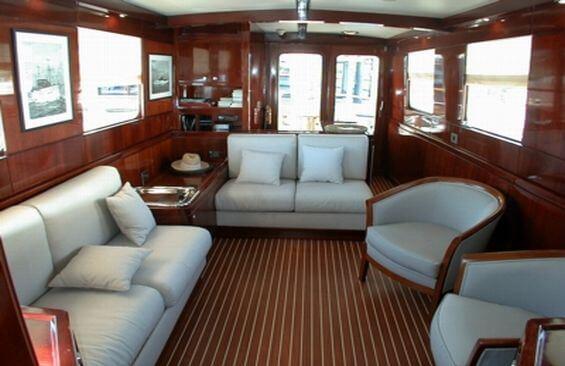 Classic Motor Yacht Noneta Saloon