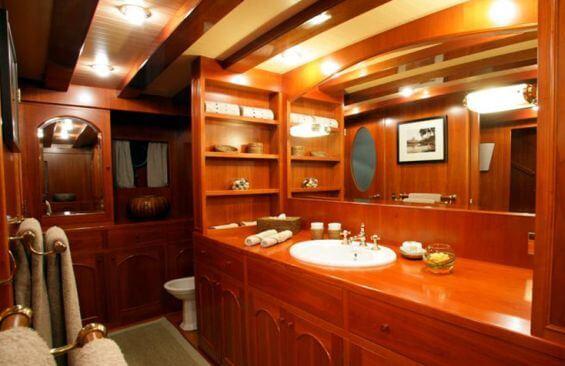 Classic Motor Yacht Over The Rainbow Bathroom