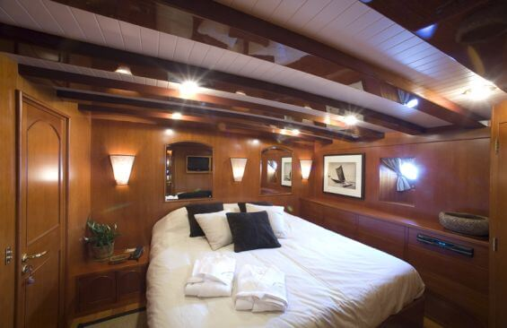 Classic Motor Yacht Over The Rainbow Cabin