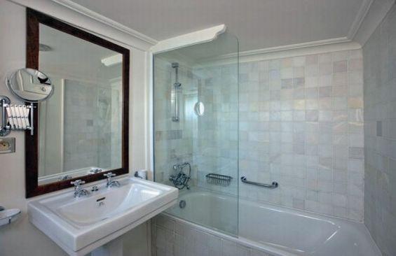 Classic Motor Yacht Rs Eden Bathroom