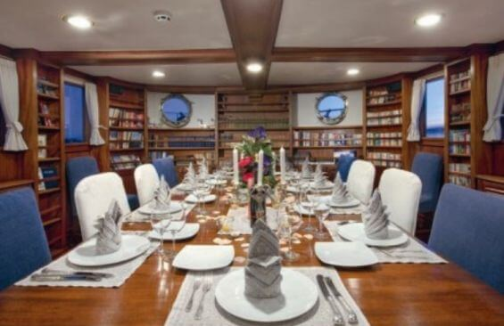 Classic Motor Yacht Rs Eden Dining