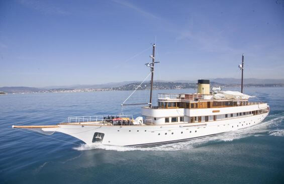 Classic Motor Yacht Rs Eden Under Way