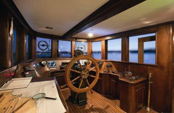 Classic Motor Yacht Rs Eden Wheelhouse
