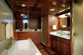 Classic Motor Yacht Seagull II Bathroom