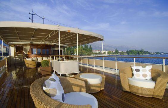 Classic Motor Yacht Seagull II Deck Saloon