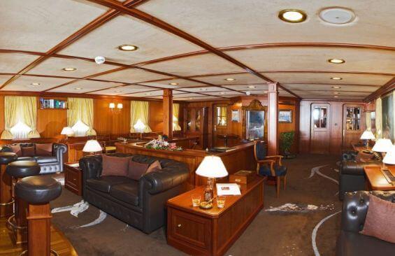 Classic Motor Yacht Seagull II Saloon