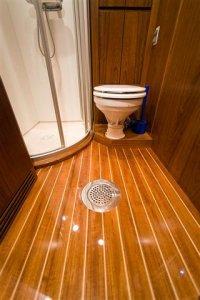 Classic Motor Yacht Stella Nova Bathroom