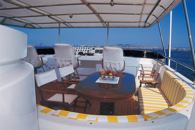 Classic Motor Yacht Tivoli Cockpit